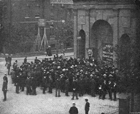 Will Crooks addressing his weekly meeting outside the docks, East India Dock Road